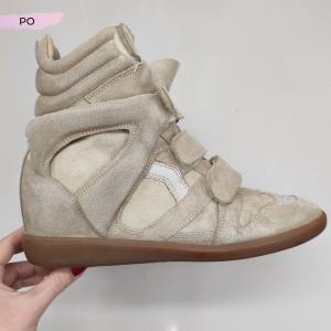Odświeżanie butów zamszowych